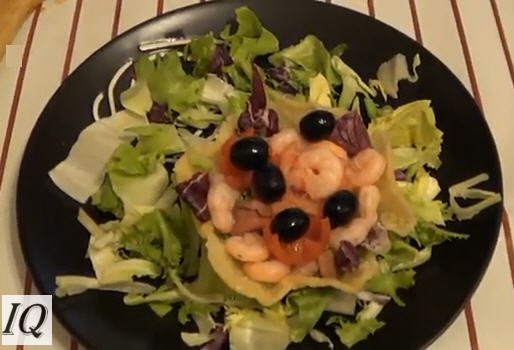 Cestini di parmigiano con salmone e gamberetti