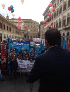 Il Segretario Uil di Roma e Lazio Pierpaolo Bombardieri durante il suo intervento in Piazza S.Apostoli a Roma