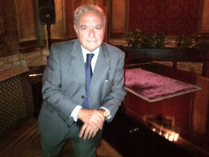 Il presidente IEA Achille Colombo Clerici accanto al Pianoforte Friedrich Ehrbar Wien -Piano gran coda da concerto, appartenuto a Pietro Mascagni