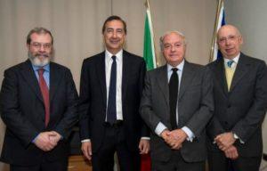 - con alcuni esponenti di Assoedilizia: da sin. Alessandro Panza di Biumo, Colombo Clerici e Carlangelo Menni di Vignale